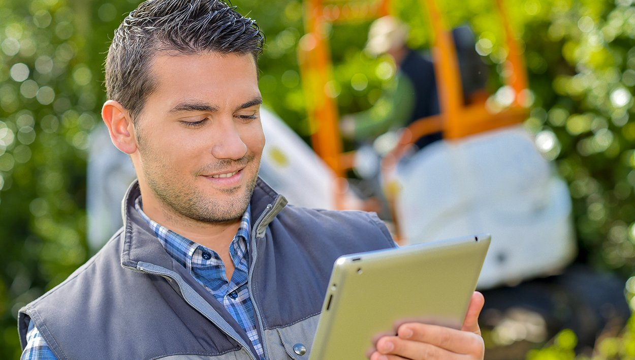 3 key reasons to implement integrated technology in your landscaping business